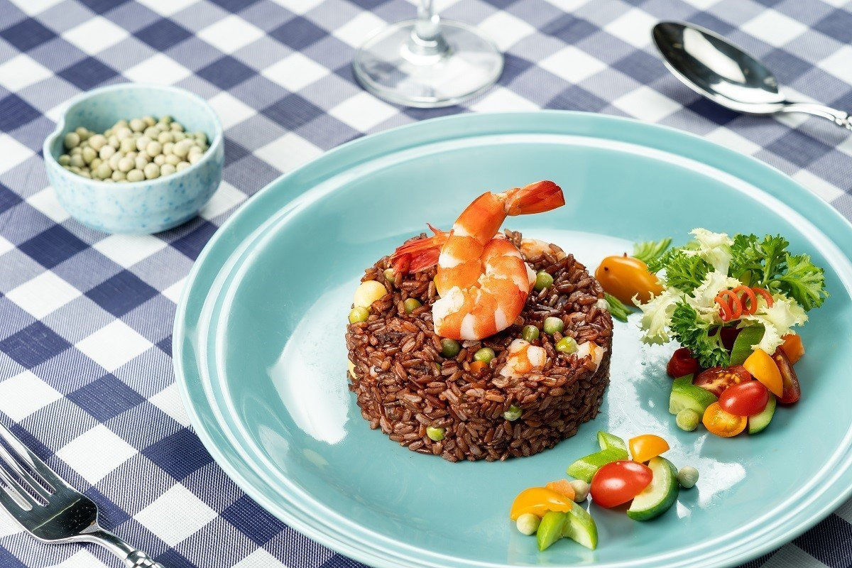 Fried Brown Rice with U.S. Whole Green Peas and Prawns