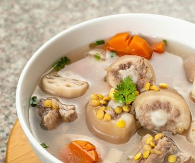 u.s. yellow split peas cook with pork leg and lotus root