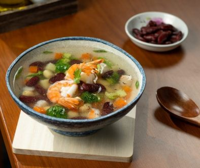 vegetable soup with u.s. red kidney beans and tiger prawns